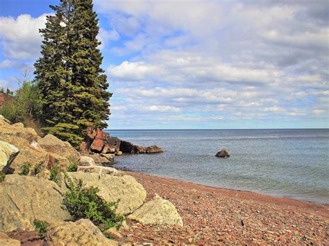 You can call at +1 248 393 2400 or find more contact information. Lake Superior Beach - ⛷️LakeStreams.com