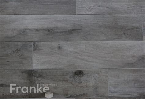 Fliesen In Holzoptik Grau by Fliesen In Holzoptik Vom Urmaterial Holz Optisch Nicht Zu