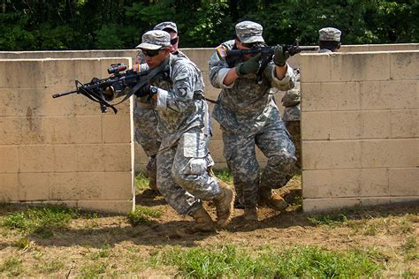 101st Airborne Division Strike Soldiers Sharpen Skills At Advanced Rifle Marksmanship