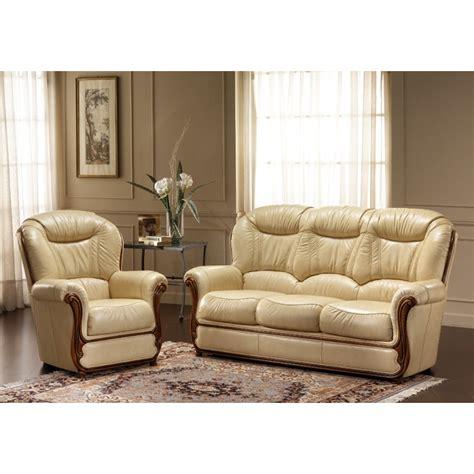 faire briller un canapé en cuir nettoyer fauteuil cuir comment nettoyer un fauteuil 39 en