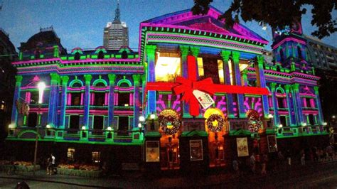 melbourne town hall lit up for christmas abc news