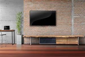 Mur Tv Bois : salon tv sur le mur de briques rouge avec la table en bois ~ Teatrodelosmanantiales.com Idées de Décoration