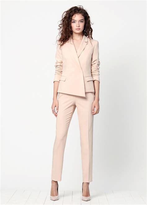 Женские брюки и брючный костюм 2018 – фото и тенденции . Милитта модные тенденции 2020 парфюмерия и маникюр