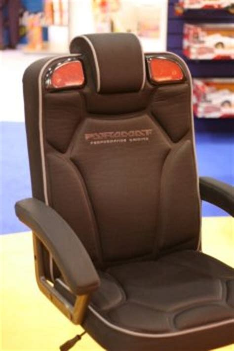 Pyramat Wireless Gaming Chair S5000 by Pyramat Pc Gaming Chair 2 1 Ubergizmo