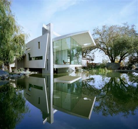 Superb Modern House Overlooking A Rich Natural Landscape