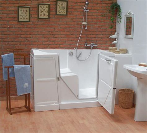 siege toilette pour handicapé baignoire à porte élévateur de bain salle de bain