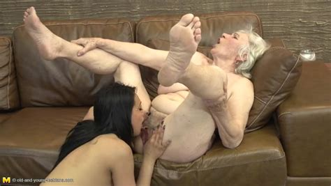 Cute College Girl Eats Out A Hairy Granny Cunt Lesbian