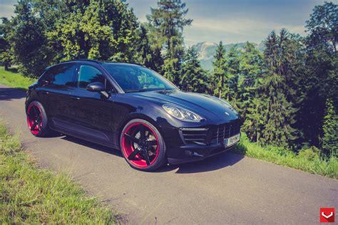 Porsche Macan Stanced on Custom Vossen Wheels - autoevolution