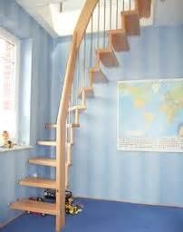 dachboden ausbauen treppe die 25 besten ideen zu raumspartreppen auf treppen dachbodentreppe und wendeltreppe