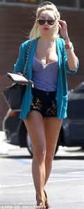 Amanda Bynes Denies Walking Into Tanning Salon Lobby In
