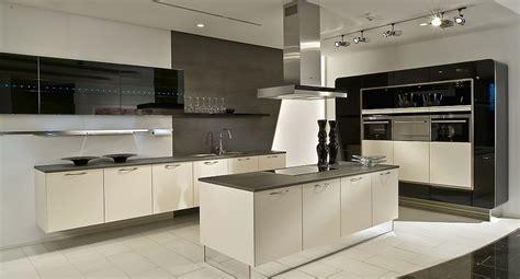 moderne küchen l form l form k 252 che mit insel schwarz wei 223