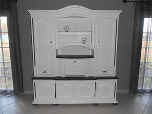 Meuble Salon Bois : mon meuble de salon relooker en blanc et gris manque les poignets de portes du bas cela va ~ Teatrodelosmanantiales.com Idées de Décoration