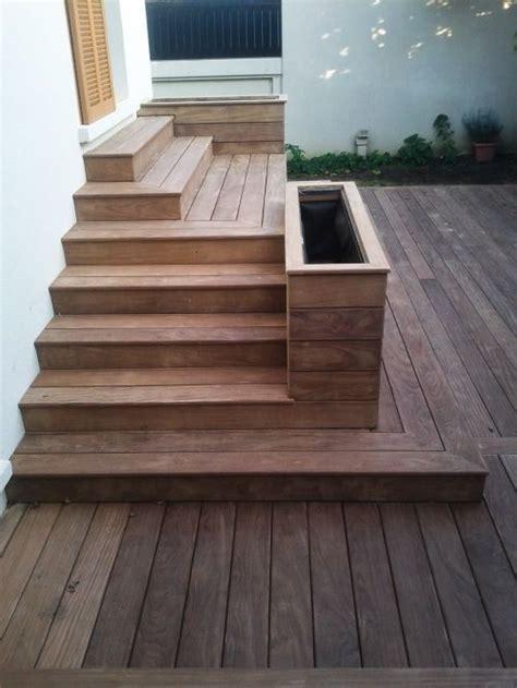 boite a composte exterieur terrasse en bois avec marches et gradins terrasse