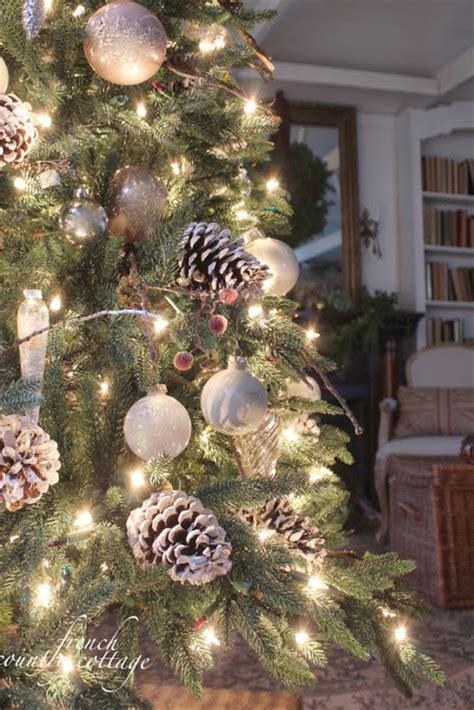 winter pinecone themed tree christmas tree decorating