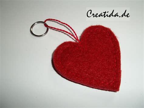 schlüsselanhänger basteln filz geschenke aus filz selber machen creatida de alles rund