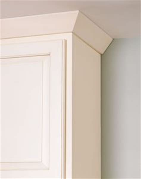 crown molding on kitchen cabinets pictures crown molding pairs well with shaker style cabinetry 9522