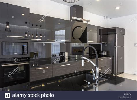 Loft Der Moderne Lebensstilschwarze Kueche Im Loft by Luxury Black Loft Style Kitchen Stockfotos Luxury Black