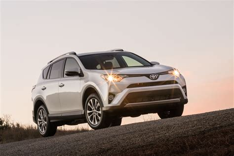 cars toyota 2017 toyota rav4 vs 2017 honda cr v compare cars