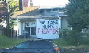 Unfaithful soldier's wife welcomes him home with sign that ...