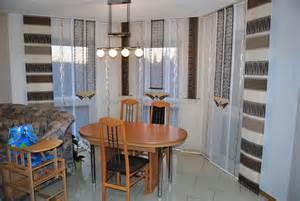 wohnzimmer mit kche braun beige braun beige schiebegardine in eckform fürs wohnzimmer
