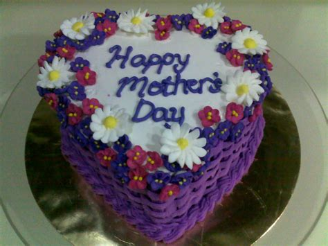 Treat your mum by baking one of our beautiful cakes for mother's day. Dhia's Cake-A-Licious: Sweet Violet and Daisies ~ Mother's Day Cake