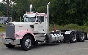 File Kenworth W900 In Pink And White  Garten Trucking  Ct