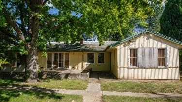abandoned ainslie property cleared  asbestos  notice