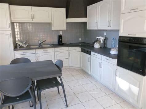 renover sa cuisine en chene faire soi même rénover une cuisine comment repeindre