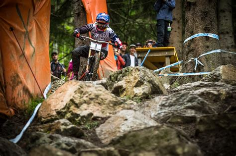 A Buyer's Guide To Downhill Mountain Bikes Dirt