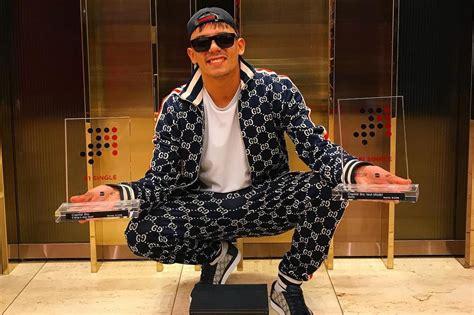Capital Bra Ist Der Erste Rapper Mit Zwei #1 Singles Am