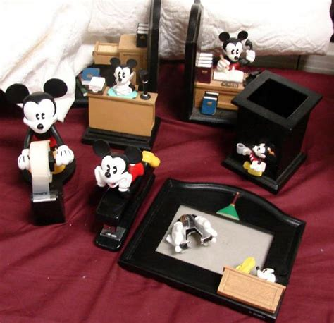 disney office desk accessories 41 mickey mouse desk set 8 pieces lot 41