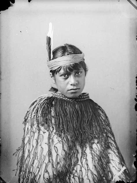 captivating native maori portraits   century