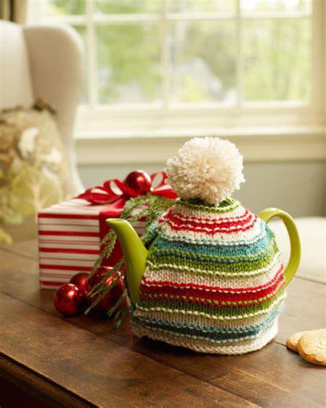 christmas knitted cozy warm memories tea cozy allfreeknitting