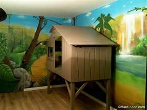 Cabane Chambre Enfant : lit cabane avec d coration jungle hard deco ~ Teatrodelosmanantiales.com Idées de Décoration