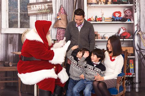 Family Photographer In Washigton Dc  Santa High Five