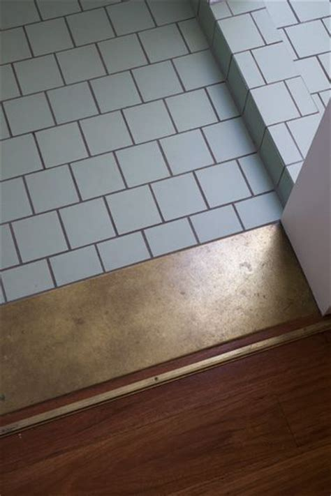 use of a wide of contrasting tile makes a