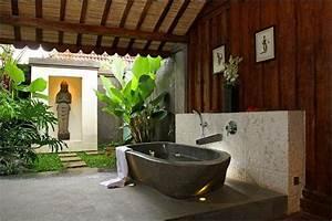 Salle de bain zen 25 idees de decoration for Salle de bain design avec bougie décorative oriental