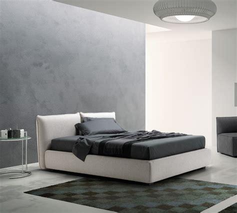 testiera imbottita letto testata letto con cuscini idee di design per la casa