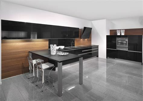 22 Kitchens in Black and Wooden Palette   Home Design Lover