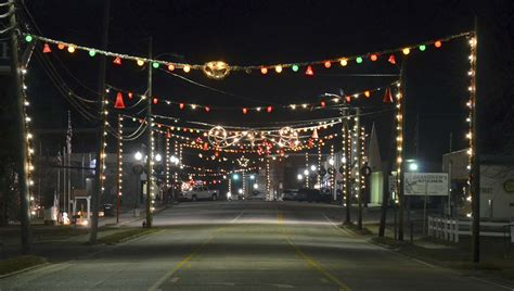 traditional holiday light display has brundidge all aglow