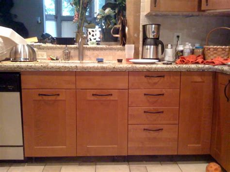 shaker kitchen cabinet handles where to place handles on kitchen cabinets gigadubai 5159