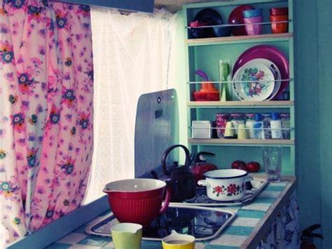 caravan kitchen accessories en mood une caravane vintage 192 d 233 couvrir 1989