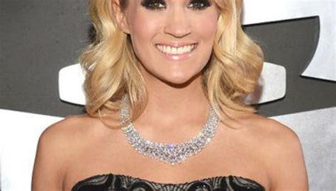 Carrie Underwood sports $31 million diamond necklace to ...