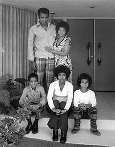 Gre Morris at home with wife Lee and kids c. 1975 | gregg ...
