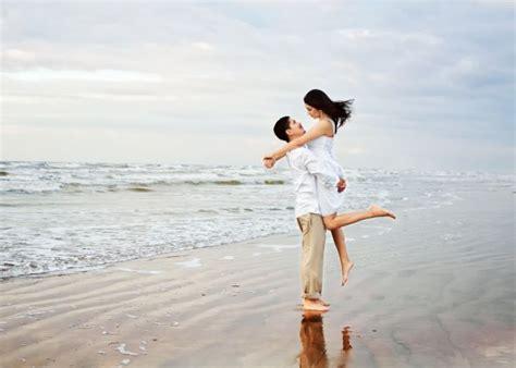 Beach Engagement Photo  Weddingbee Photo Gallery