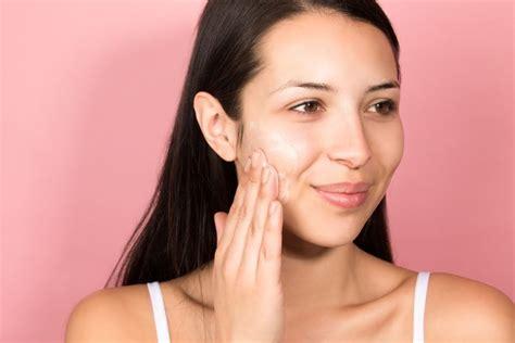 Trik Sederhana Membuat Makeup Lebih Tahan Lama Untuk Kulit Wajah Berminyak Pusat Se T