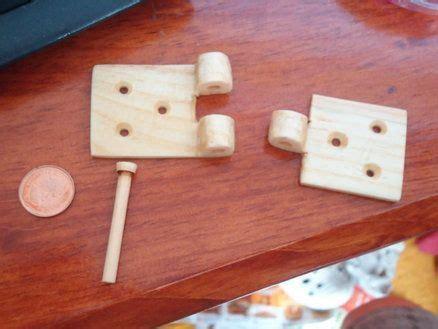 wood pivot   attemp   wooden hinge