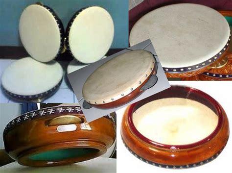 Pengertian alat musik ritmis alat musik ritmis adalah alat musik yang tidak dapat membunyikan nada nada tertentu melainkan hanya dimainkan sebagai. Gambar Alat-alat Musik Musik,Hiburan dan Kehidupan