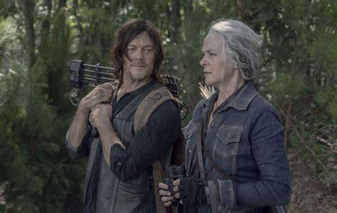 The walking dead ретвитнул(а) netflix life. 'The Walking Dead' showrunner teases season 10 finale plot details