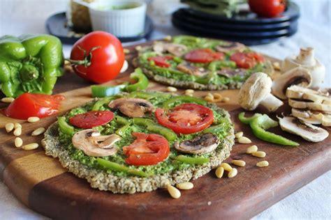 vegitarian food this rawsome vegan life raw pizza with spinach pesto marinated vegetables
